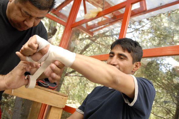 El peleador originario de Tijuana se prepara para iniciar su trabajo de...