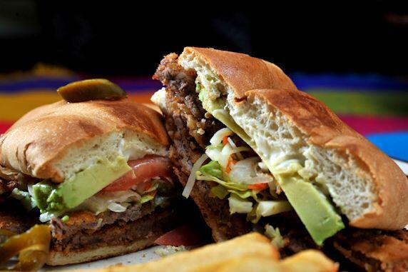 Torta. En Estados Unidos hay hamburguesas, en Chile y Argentina, choripa...