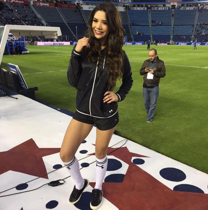 Michelle Pérez, una fanática muy sexy del Cruz Azul 15110937_93576156990...