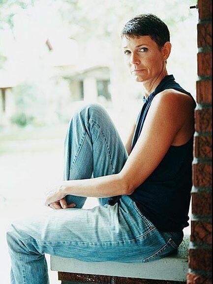 La 'ex' modelo Beth Ferrier es otra de sus supuestas víctimas. Ella sí m...