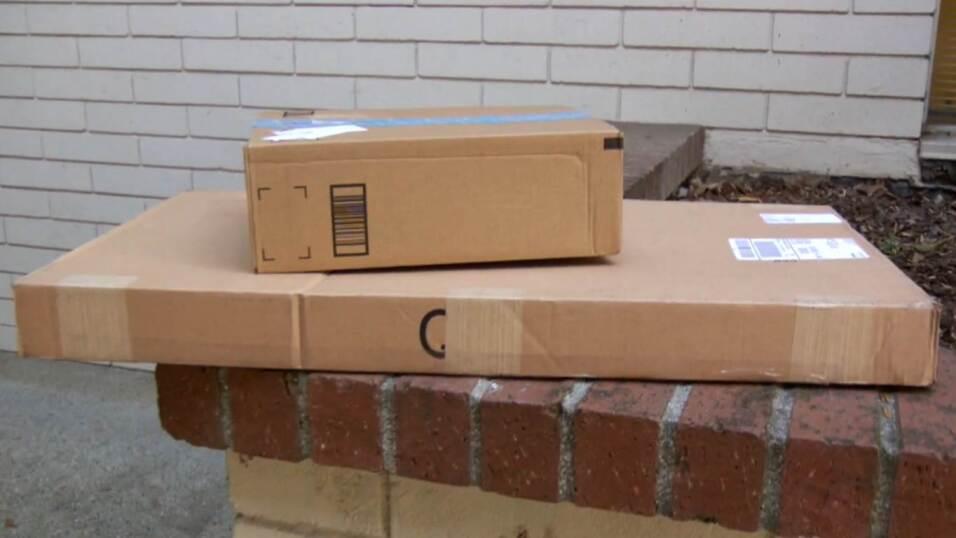 Algunos paquetes que ha distribuido la Policía de Campbell, en el Valle...