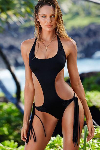 Miren nada más la manera en cómo porta los bikinis. Es un digno ejemplo...