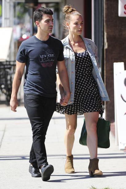 Joe Jonas y Blanda Eggenschwiler apostaron por un casual para salir a pr...