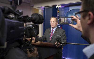 La primera comparecencia de Spicer ante los medios en la Casa Blanca tuv...