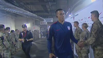 Con aplausos, soldados le dan la bienvenida al Team USA en su llegada al Estadio Nissan