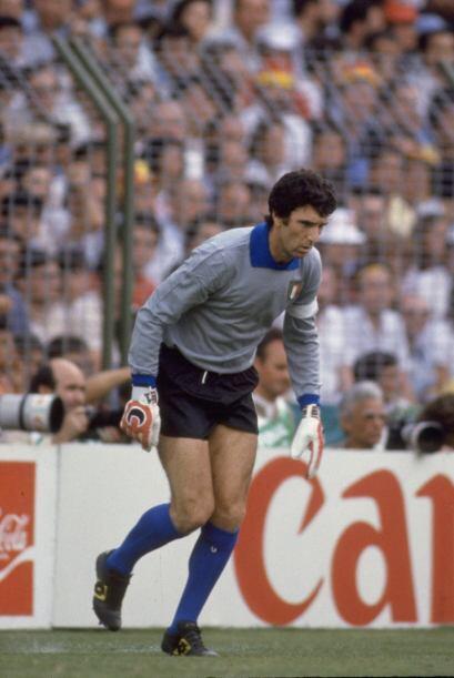 A nivel internacional está el guardameta italiano Dino Zoff, que con 40...