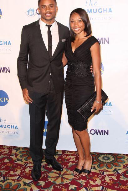Y aquí vemos a Asomugha con la atleta estadounidense Allyson Felix en ab...