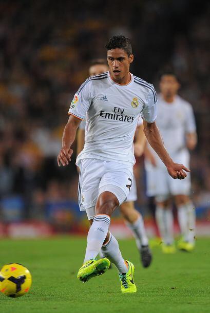 Varane (6) Saltó al campo para suplir a Sergio Ramos en el centro de la...