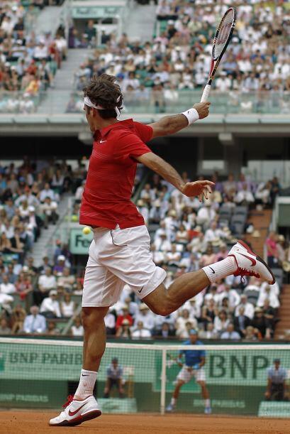 Federer mostró garra, pero no pudo ante el tenis que dio Nadal en el pol...
