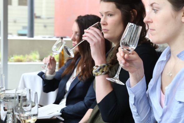 Colsa habló e instruyó a los asistentes sobre la evolución del tequila d...