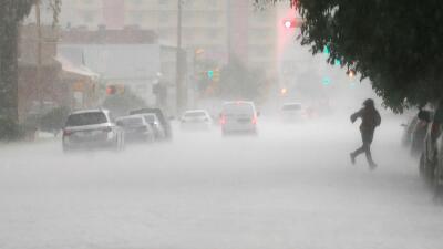 Calle inundada en El Paso