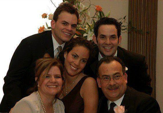 Gustavo nos envió esta memorable foto de toda su familia. Recuerda, enví...