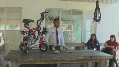 Necesidades de transporte inspiraron a un mexicano a crear una innovadora moto ecológica