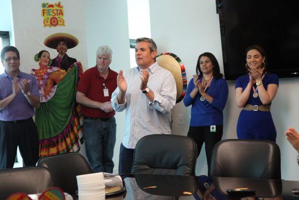 Fiesta para el equipo de Noticias Univision Chicago por su alto índice d...