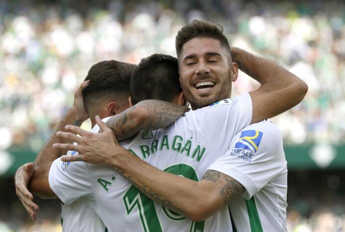 Guardado fue titular en triunfo que puso al Betis en España en zona de t...