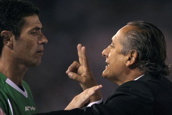 """Dos veces te equivocastes, dos"" le dijo el técnico Juan José López al j..."