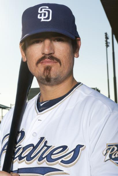Jorge Cantú es tercera base y también es un refuerzo de los Padres. Este...