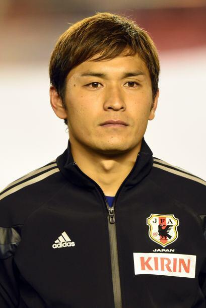 Toshihiro Aoyama. Posición: Mediocampista. Fecha de nacimiento: 22 de fe...