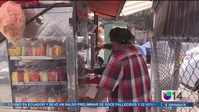 Gobernador de California firma una ley que protegerá a vendedores ambulantes