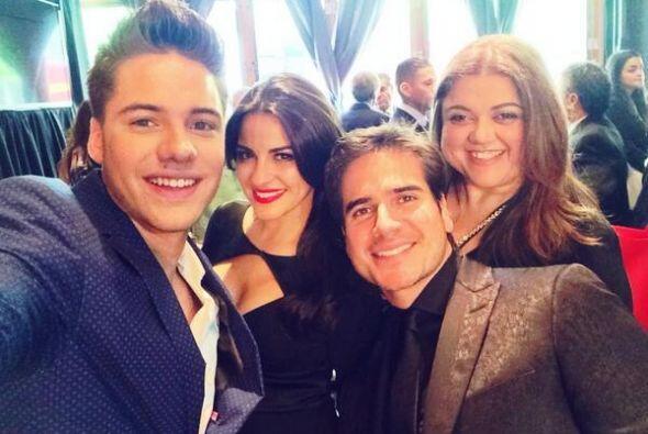 """""""#selfie con @MaiteOficial @DanArenas @ssmester #univisionupfront """", mos..."""