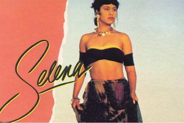 En 1989, tras llamar la atención de la discográfica EMI, Selena firmó y...