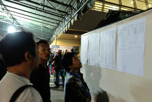 Aquí los familiares a la espera de noticias en el Aeropuerto Internacion...