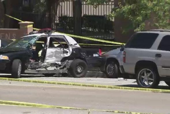 Del aparatoso accidente solo los oficiales se reportaron heridos. Uno de...