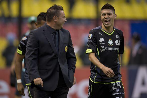 Oribe Peralta.- Que de seis goles anotados por Santos en una serie, ning...