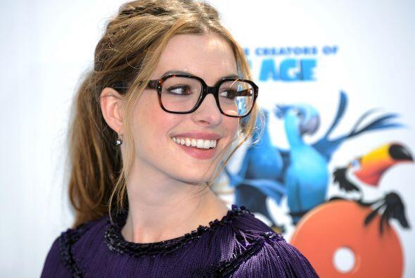 La bella actriz Anne Hathaway, quien fue una de las presentadoras oficia...