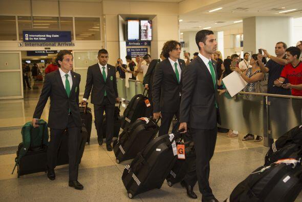 Rafa Márquez, Andrés Guardado y Memo Ochoa entre otros, con dos maletas...