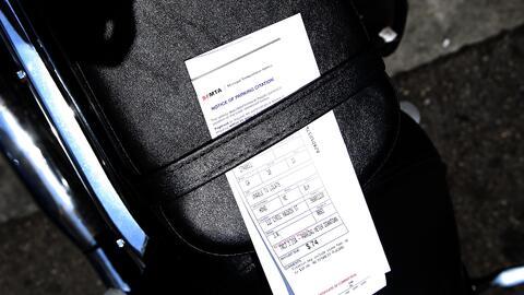 Un cero de más en casi medio millón de boletas de estacionamiento le cos...