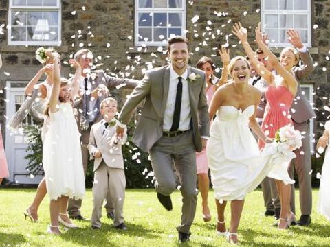 Entre el vestido, el salón, la comida y la ceremonia, es posible...