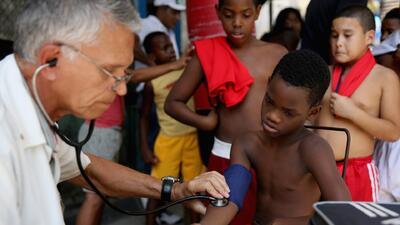 Cuba anuncia retiro de miles de médicos que participaban en un programa en Brasil