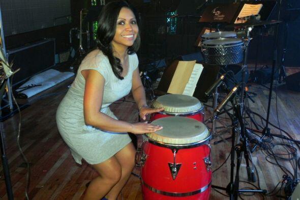 ¡La DJ Aileen aprovechó para probar sus dotes musicales!