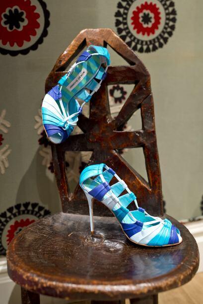 Coquetos zapatos descubiertos con tacón de aguja se pueden convertir en...