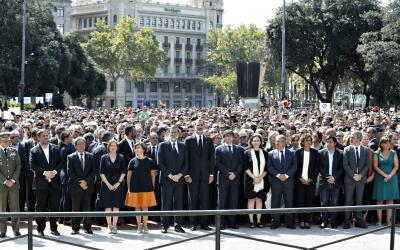 Realeza y gobierno, de España y Cataluña, se unen a la mul...