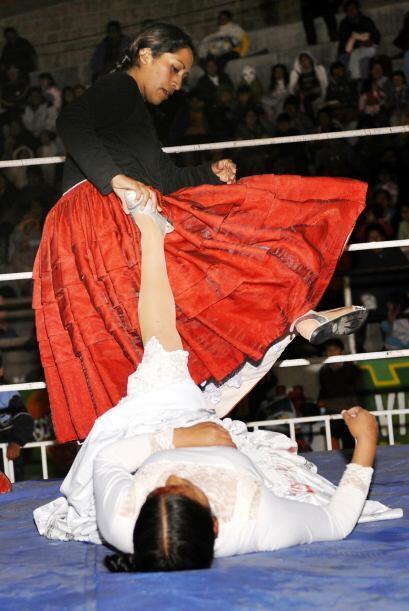 Este deporte al que se le agrega el singular toque de las 'Cholitas luch...