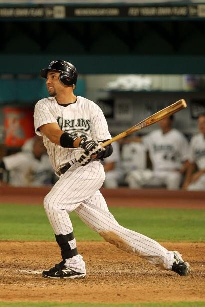 Segunda base: Omar Infante de los Marlins de Florida. El venezolano se f...