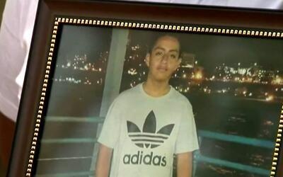 Familia del hispano que murió tras disparos de la policía de Boyle Heigh...