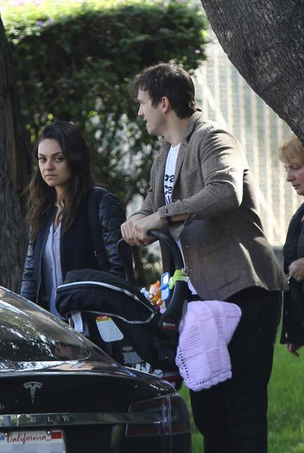 Ashton Kutcher y Mila Kunis bebé