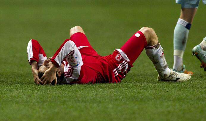 Las lesiones más insólitas del fútbol mundial GettyImages-137485880.jpg