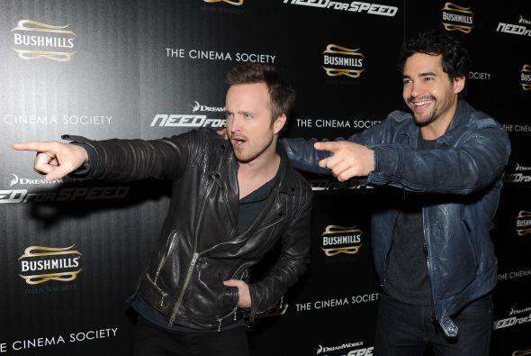 """Aaron Paul y Ramon Rodriguez están felices en el estreno de su cinta """"Ne..."""