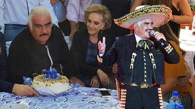 Con este pastelazo Vicente Fernández celebró su cumpleaños