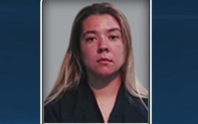 Arrestan a una madre en el condado de Parker por la muerte de sus dos hijos