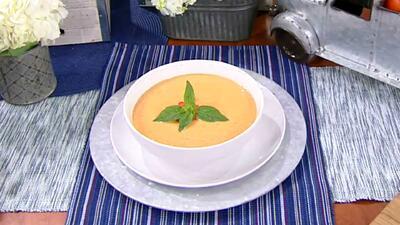 Rica, cremosa y saludable: receta de sopa de tomate y albahaca