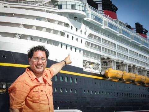 Pasión 106.7FM esta transmitiendo desde el Disney Magic Cruise do...