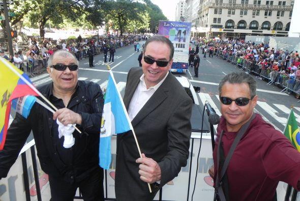 WADO 1280 en el desfile de la Hispanidad 69988ede44844fff86705f83578790c...