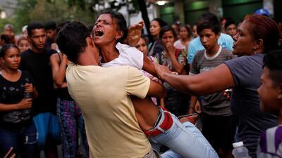 Sin saber si están vivos, aún permanecen en la incertidumbre familiares de presos en penal quemado en Venezuela