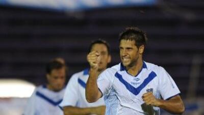 Vélez Sarfield venció a domicilio al Peñarol y se llevó la Copa Río de l...