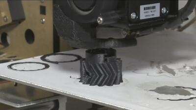 Estudiantes venezolanos crean un sistema que convierte la basura en plástico para impresión en 3D
